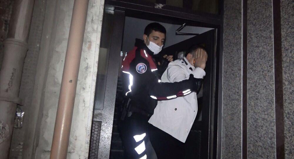 İstanbul Sultangazi'de, polis ekiplerinin düzenlediği fuhuş operasyonunda 1'i yabancı uyruklu 3 kadınla birlikte toplam 6 kişi gözaltına alındı.