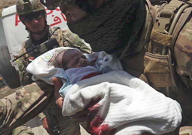 Afganistan'ın başkenti Kabil'de Daşt-i Barçi bölgesindeki hastaneye gerçekleştirilen silahlı ve bombalı saldırıda Afgan güvenlik güçlerince kurtarılan bir bebek