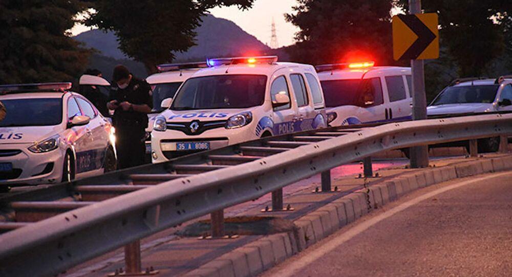 Sokakta yürüyen gruba otomobilden pompalı ile ateş açıldı: 3 yaralı