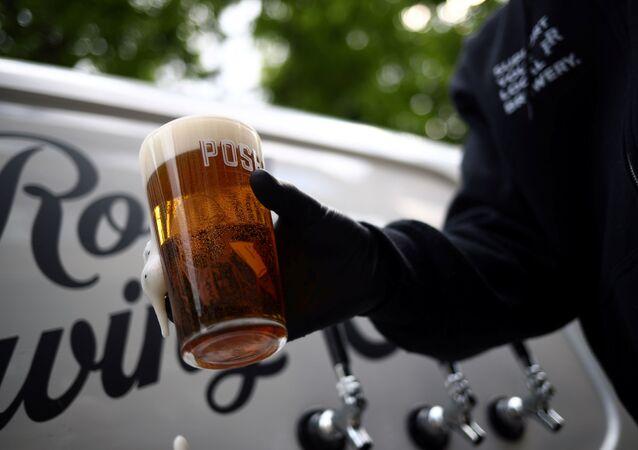 Londra'da Forest Road Brewing Co ismiyle bira üreticiliği yapan Peter Brown'dan evlere tekerlekli pub servisi