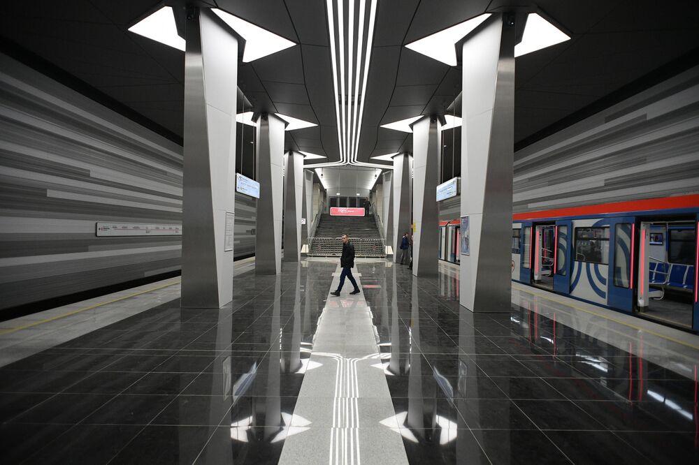 Son yıllarda hizmete açılan istasyonlar, sıradışı modern mimarisiyle dikkat çekiyor. Fotoğrafta: Moskova metrosunun Nekrasovskaya hattındaki Aviamotornaya İstasyonu