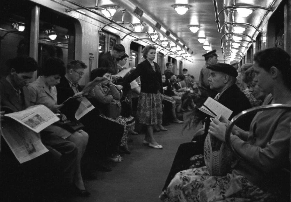 1960'lı yıllardan metro yolcuları...