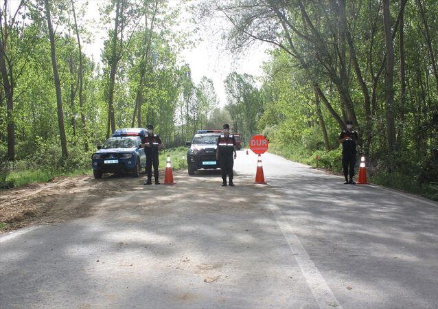 Kütahya'nın Hisarcık ilçesinde bir köyün, yeni tip koronavirüs (Kovid-19) tedbirleri kapsamında karantinaya alındığı bildirildi.