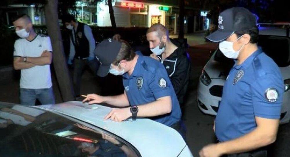 Sokağa çıkma yasağında saç ekim merkezine giden kişilere 6 bin lira ceza