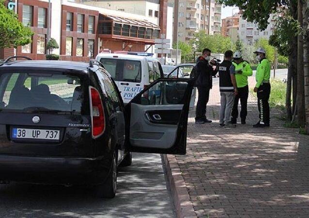 14 yaşında çocuk, sokak kısıtlamasında araç kullanırken yakalandı