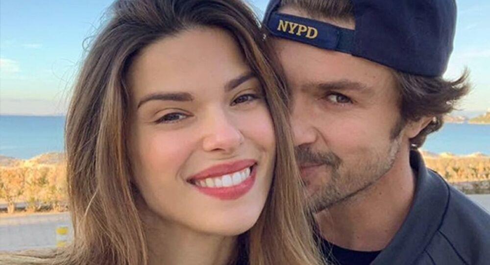 Eski basketbolcuBurak Gacemerile evli olan Brezilyalı modelLarissa Gacemer