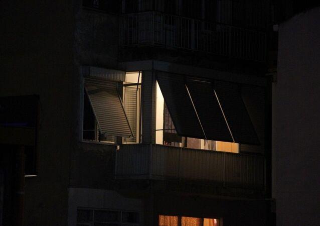 İzmir'de kendisini odaya kilitleyip kafasına pompalı tüfek dayayan kişi 3 saatte ikna edildi