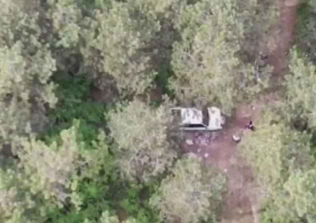 İstanbul'un Sultanbeyli ilçesinde dört günlük sokağa çıkma kısıtlamasını ihlal ederek ormanda piknik yapan iki kişi drone'la tespit edilerek ceza kesildi.