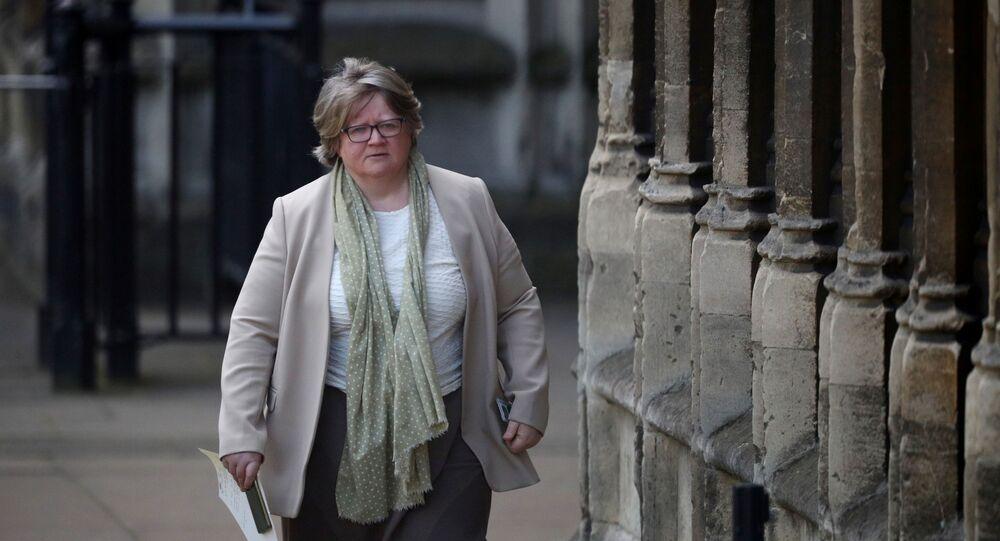 Therese Coffey parlamentoya yürürken