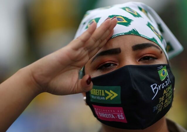 A supporter of the Brazilian President Jair Bolsonaro gestures during a motorcade to protest against the Brazilian Supreme Court, amid the coronavirus disease (COVID-19) outbreak, in Brasilia, Brazil May 9, 2020. REUTERS/Ueslei Marcelino