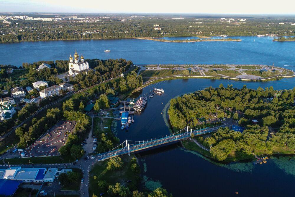 Avrupa'nın en uzun nehri olan Volga Rus tarihi ve kültüründe çok özel bir yere sahiptir.