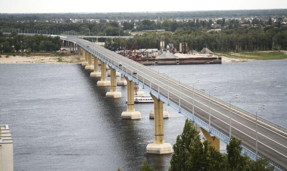 Volga boyunca seyahat etmek en popüler eğlence türlerinden biridir. Teknede yolculuk sırasında  turistler Rus şehirlerini, tarihlerini ve kültürlerini tanıyor, Volga kıyılarında bulunan  bölgeler hakkında birçok ilginç şey öğreniyor ve inanılmaz güzel  manzaraya sahip yerleri görüyorlar.