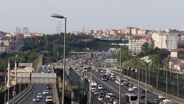 İstanbul'da yaklaşık 2 ayın en yoğun trafiği yaşanıyor - Sputnik Türkiye