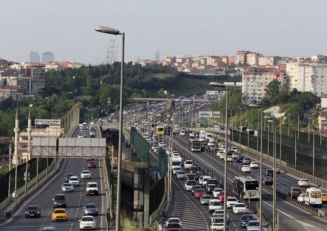 İstanbul'da yaklaşık 2 ayın en yoğun trafiği yaşanıyor