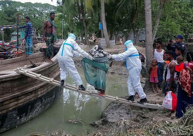 Hindistan ve Bangladeş'in kıyı kesimlerinde etkili olanAmphan Kasırgası