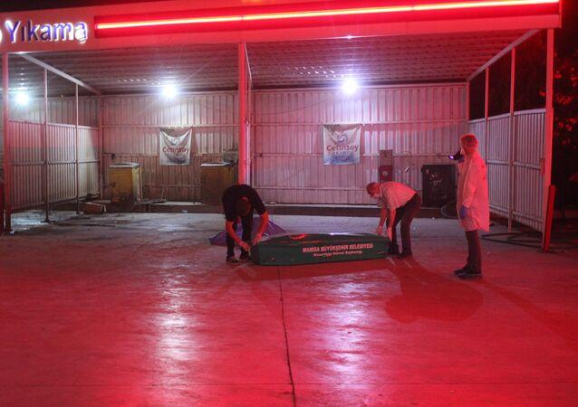 Manisa'nın Salihli ilçesinde bir benzin istasyonunda işlenen cinayette 17 yaşındaki kız çocuğu Ceren Kultaş, hayatını kaybetti.
