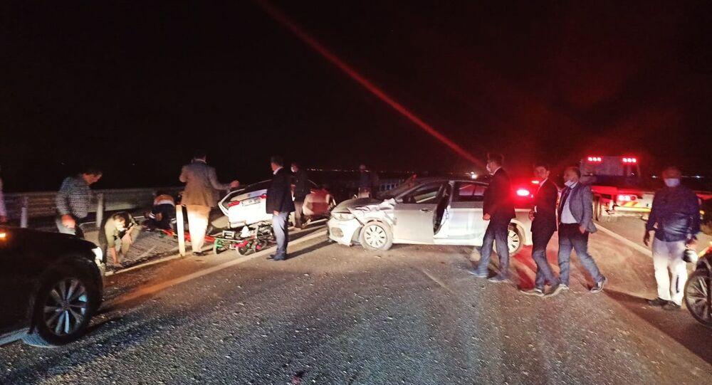 Ulaştırma ve Altyapı Bakanı Adil Karaismailoğlu'nun Konya'daki ziyaretlerinde görev yapan güvenlik görevlileri, dönüş yolunda kaza yaptı.
