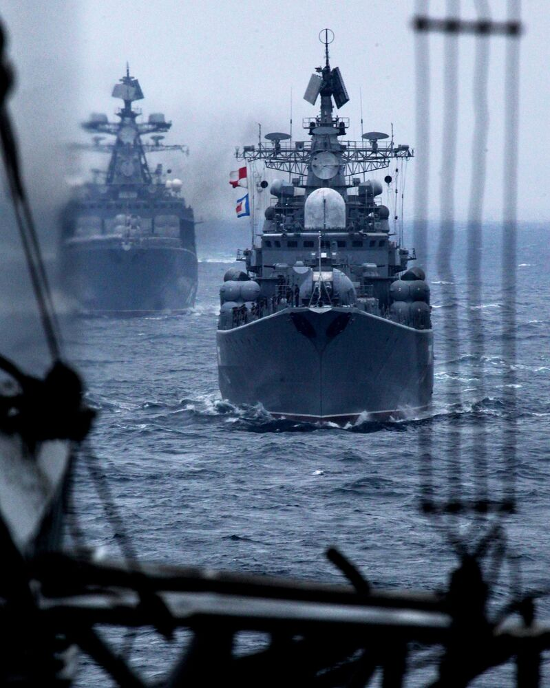 Rusya'nın Primorye bölgesindeki Vladivostok kentinde düzenlenen Rus-Çin ortak askeri tatbikatına katılan Rusya Pasifik Filosu'na ait gemiler, 2015