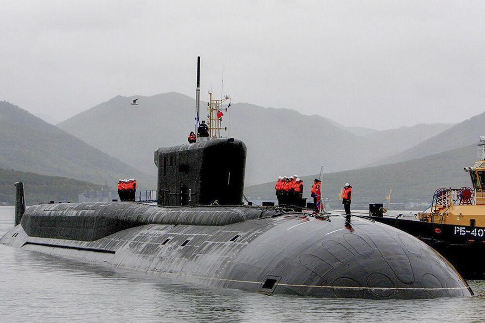 Pasifik Filosuna ait Aleksander Nevskiy atom denizaltısı kruvazörü,  Vilüçinsk limanında