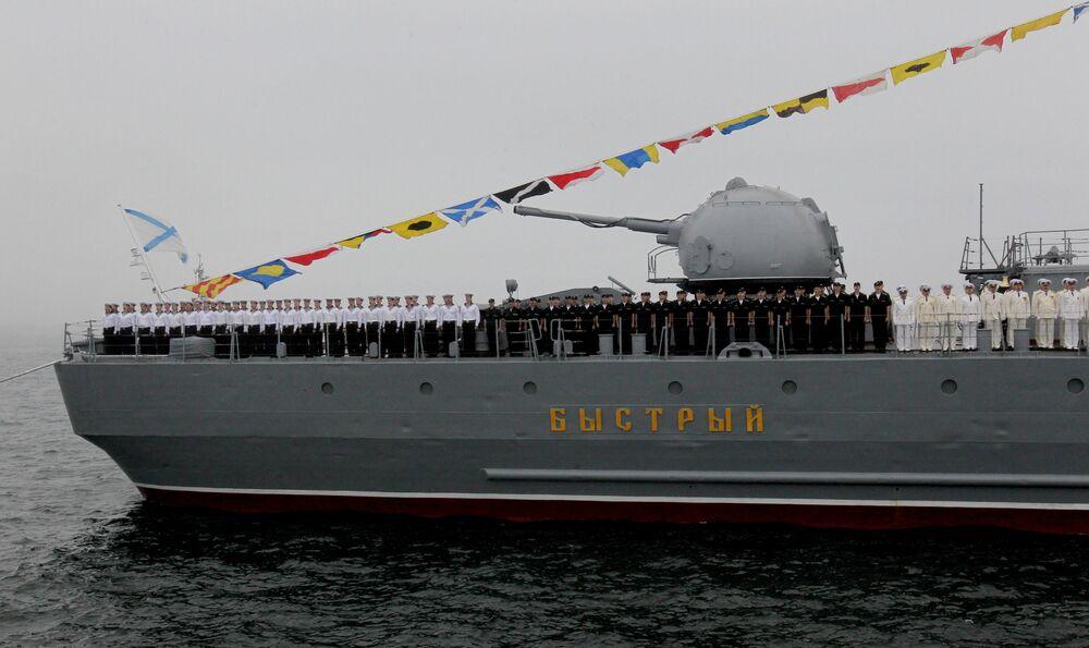 Pasifik Filosuna ait Bıstrıy (Hızlı) destroyerinin mürretebatı