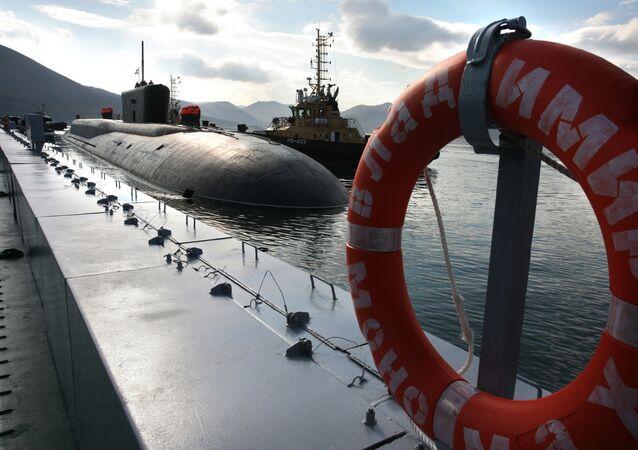 Pasifik Filosuna ait Proje 955 stratejik amaçlı nükleer denizaltı Vladimir Monomah, Kamçatka'daki Vilüçinsk Limanında