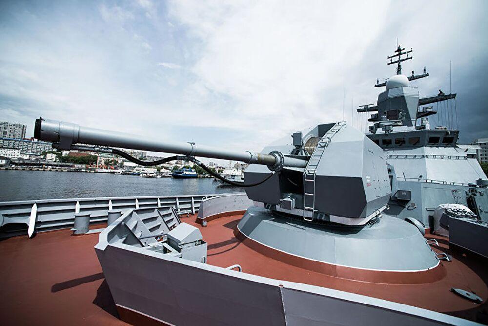 Topçu,füze,denizaltı imha, sonar ve radar sistemleriyle donatılan Soverşenniy Korveti, Rusya Pasifik Filosu üssünün bulunduğu Vladivostok limanına doğru yol alıyor