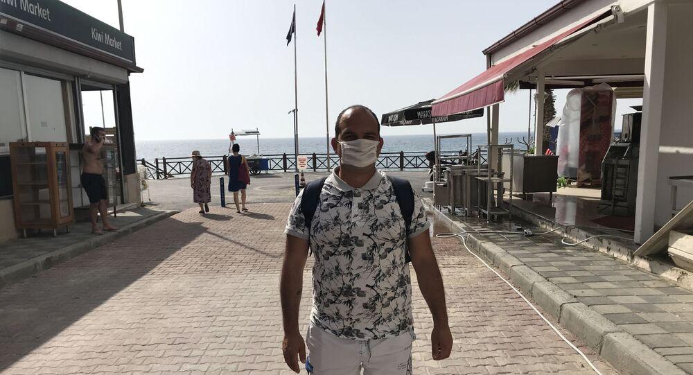 Aydın'ın Kuşadası ilçesinde yaşayan sinüzit hastası genç, hastalığına iyi geldiğini savunduğu denize girmek istiyor.