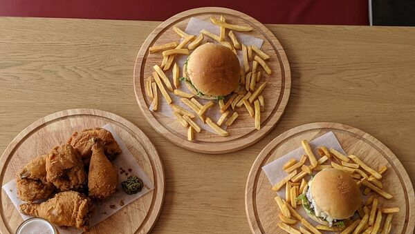fast food-hamburger-patates kızartması-çıtır tavuk - Sputnik Türkiye