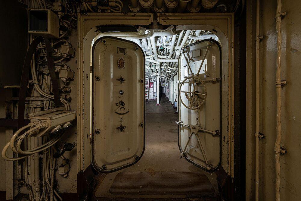 Bob Thissen tarafından keşfedilen  terk edilmiş askeri geminin içinden bir kare