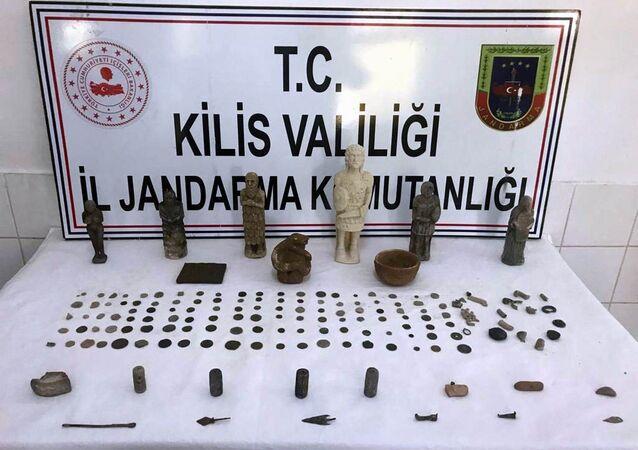 Kilis'te, jandarma ekipleri tarafından 170 adet tarihi eser ele geçirildi