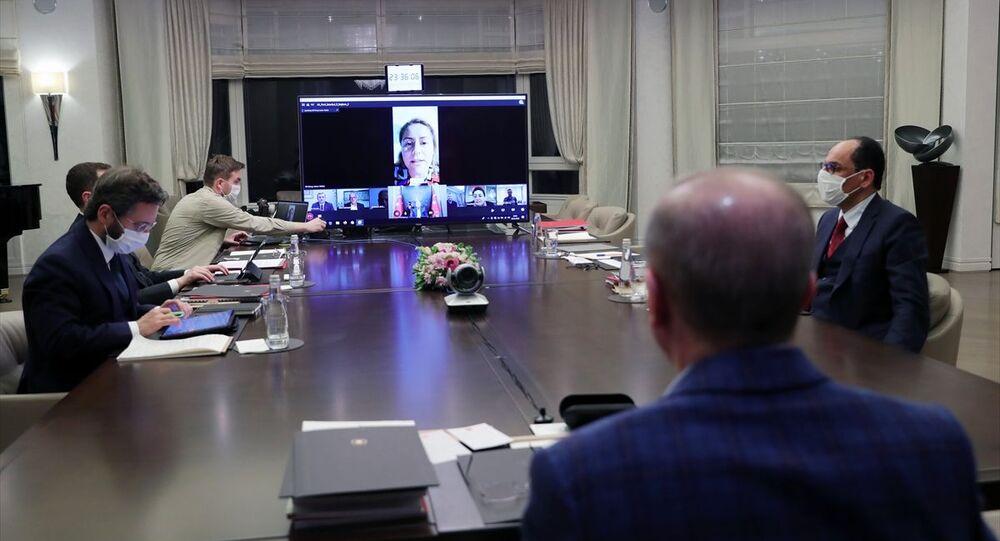 Türkiye Cumhurbaşkanı ve AK Parti Genel Başkanı Recep Tayyip Erdoğan,AK Parti İstanbul İl Teşkilatı ile videokonferans yöntemiyle görüşme gerçekleştirdi.