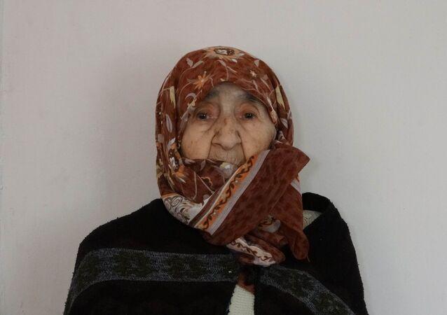 Samsun'un İlkadım ilçesi Adalet Mahallesi'nde ikamet eden ve kimlik bilgilerine göre doğum tarihi '01 Temmuz 1898' yazan ve kimliğine göre 122 yaşında olan Ayşe Kılınç