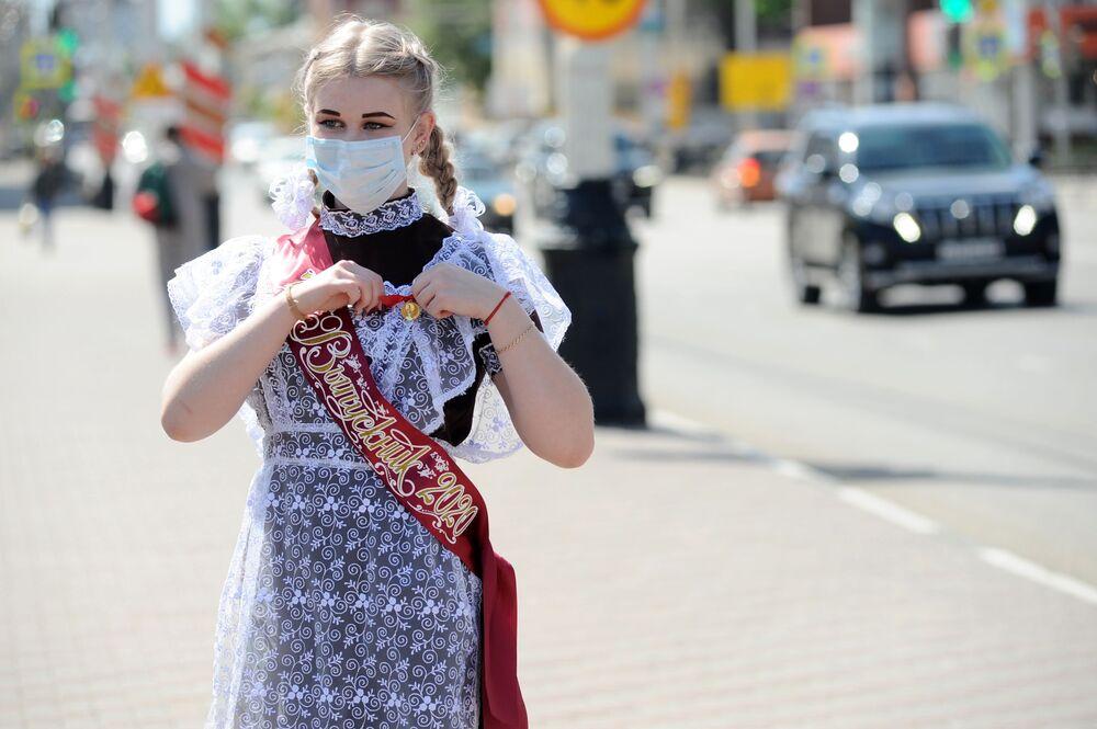 Sovyetler Birliği'nden kalma bir gelenek olan 'Son zil' bayramı, öğrencilerin en sevdiği ve dört gözle beklediği gün olarak biliniyor
