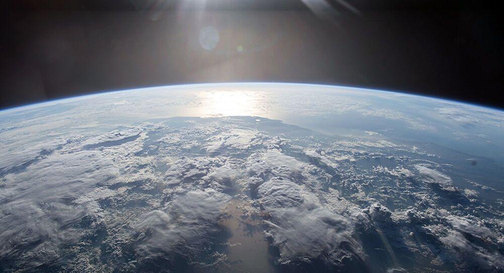 Uzay-Dünya-Uydu görüntüsü