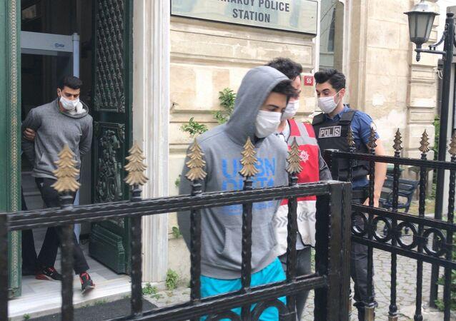 Bayram sabahı kedilere mama vermek için sokağa çıkan yaşlı adamı gasp eden zanlılar tutuklandı