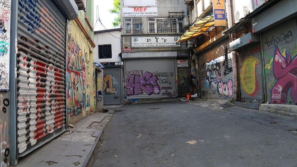 Megakentin sessizliğe bürünmesi ile grafitiler adeta konuşmaya başladı.