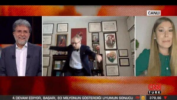 Canlı yayında aşı çalışmalarından konuşulurken konu dansa geldi, Prof. Çilingiroğlu zeybek oynadı - Sputnik Türkiye