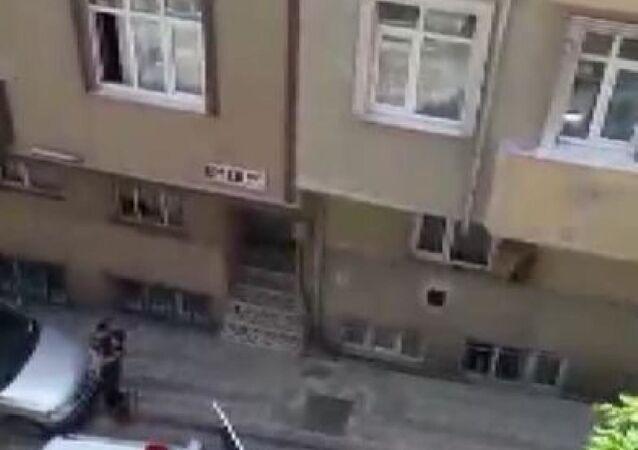 Sokakta polisi gören çocuk ağladı, polis vatandaşlara sitem etti