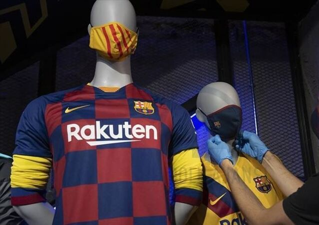 Barcelona logolu sağlık maskesi satışına başladı