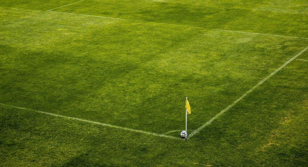 futbol sahası-top