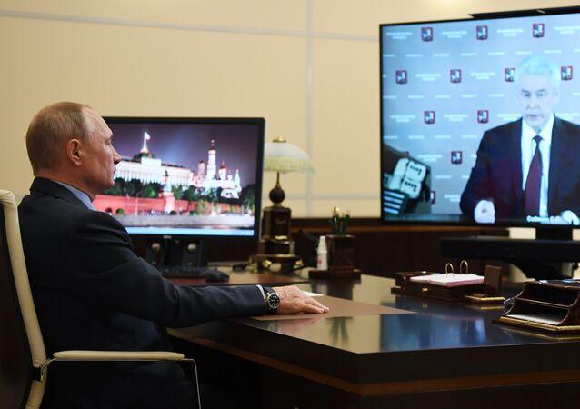 Vladimir Putin Moskova Belediye Başkanı Sergey Sobyanin ile videokanferans görüşmesi yaptı.
