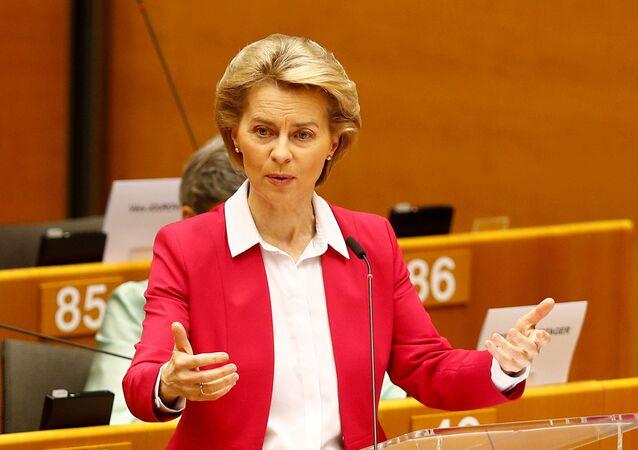 Avrupa Komisyonu Başkanı Ursula von der Leyen750 milyar euroluk korona-kurtarma fonu planını Avrupa Parlamentosu'na sunarken