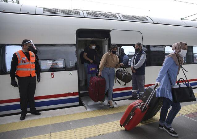 Hızlı tren - YHT seferleri – maske – yolcu - koronavirüs