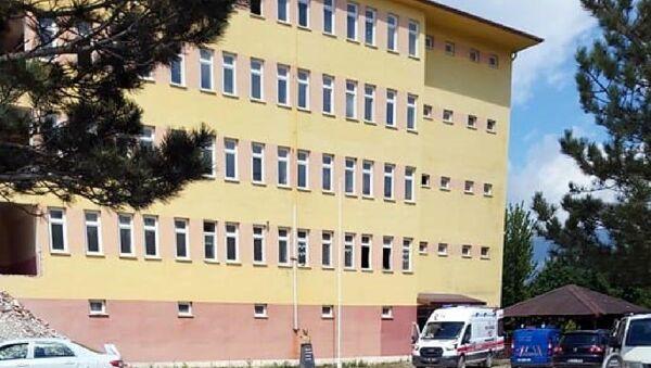 Okuldan atılan kalorifer peteği üzerine düşen işçi hayatını kaybetti - Sputnik Türkiye