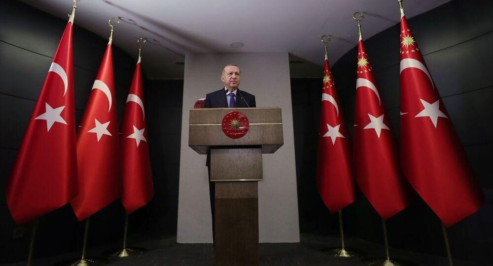 Türkiye Cumhurbaşkanı Recep Tayyip Erdoğan başkanlığında düzenlenen Cumhurbaşkanlığı Kabine Toplantısı sona erdi. Cumhurbaşkanı Erdoğan, toplantı sonrası açıklama yaptı.