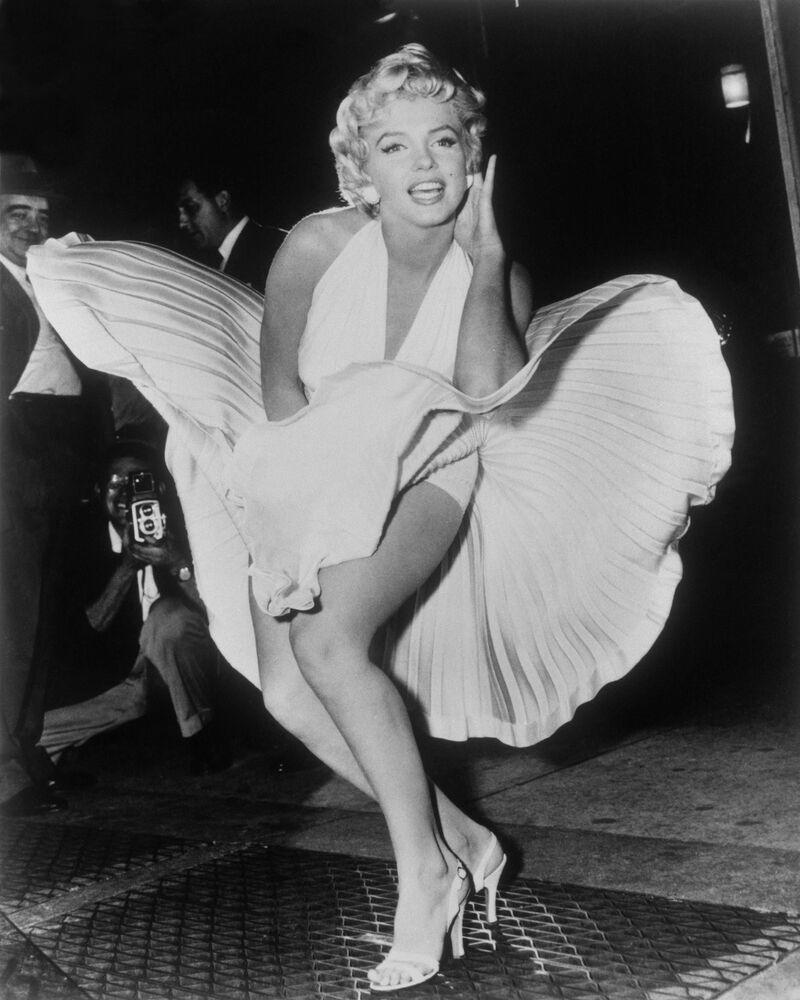 Hollywood'un efsane oyuncularından 1950'li yılların seks sembolü olarak anılan Marilyn Monroe, 1955