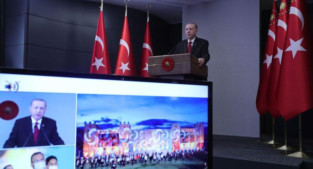 Cumhurbaşkanı Erdoğan, 8. Fetih Kupası Okçuluk Yarışması'nın ödül töreninde konuştu.