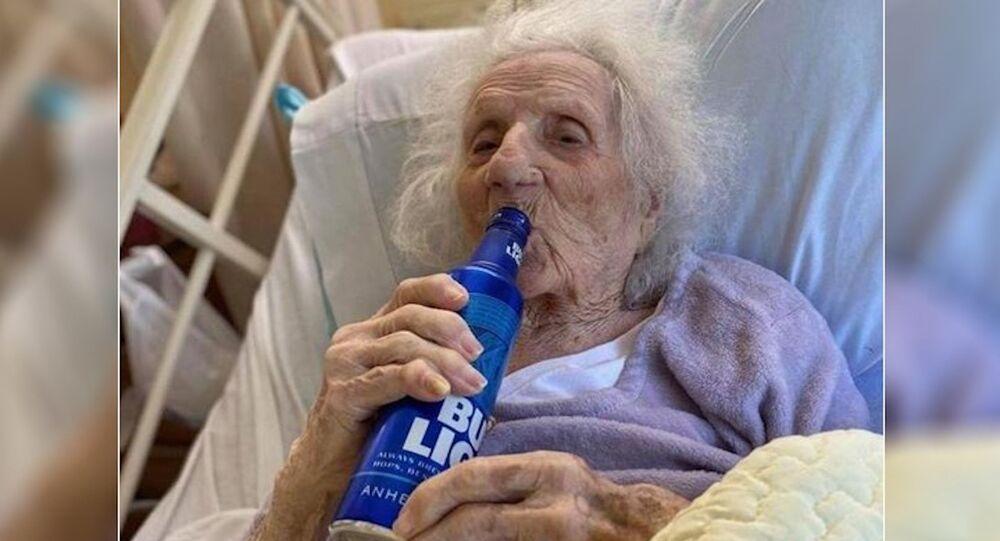 103 yaşında koronavirüsü yendi, ilk isteği bira oldu