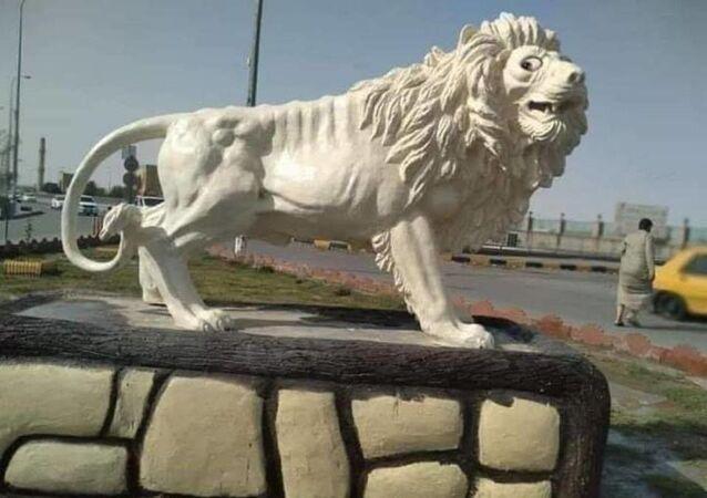 Irak'ın güneyindeki Necef kentinde belediyenin bir meydanda yaptığı ve maliyeti 79 milyon Irak Dinarı olan (yaklaşık 65 bin dolar) aslan heykeli büyük tepkiye yol açtı.
