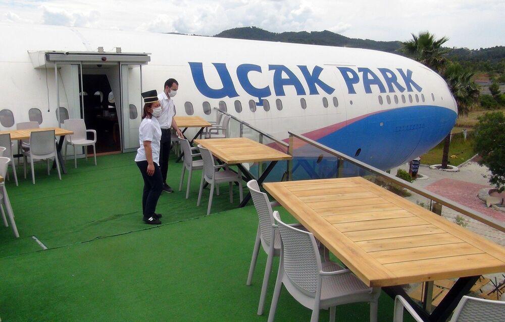 Karadenizli iş adamı tarafından Gökova-Fethiye karayolu üzerinde hizmete sunulan ve alanında dünyada tek olan Uçak Park dünyadaki Kovid-19 salgını sonrası faaliyetlerine ara vermişti. Turizm Bakanlığı'nın restoranların 1 Haziran'dan itibaren faaliyete açılacağının duyurulmasının ardından Uçak Park'ta yeni düzenleme yapıldı.